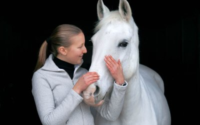 Von Stallklamotten und Reitmode – Wie dein Look dein Pferd beeinflusst